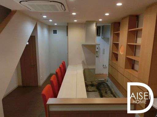 東心斎橋で寿司屋・割烹居抜き物件。セパレート物件なので、2階も使えます。