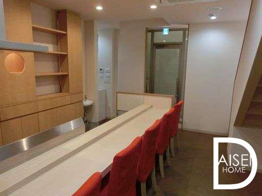 東心斎橋で寿司屋・割烹居抜き物件。シンプルできれいな内装。