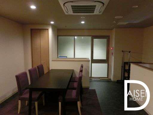 東心斎橋で寿司屋・割烹居抜き物件。2階は貸切や個室扱いでも使えます。