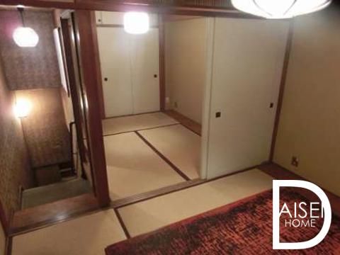 和風居酒屋内装・カウンター+座敷(個室)完備。