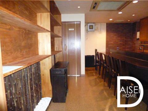 落ち着いた内装がいい雰囲気の居抜物件です。バーやレストランにも。