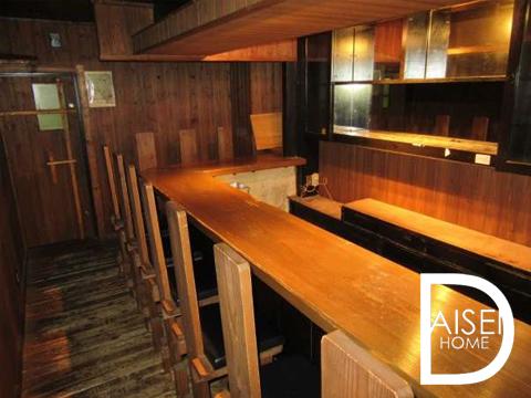 ウッディな雰囲気の内装が落ち着く空間に。 バーやレストランにおすすめ。